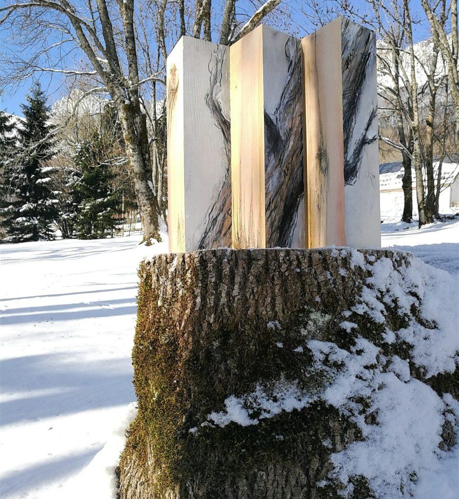 oeuvre in situ. Forêt d'Albane Paillard-Brunet, artsite peintre plasticienne travaille sur la notion d'espace et d'environnement